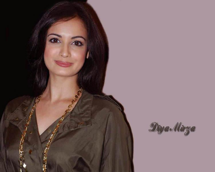 Diya Mirza Cute Close Up Pic Wallpaper