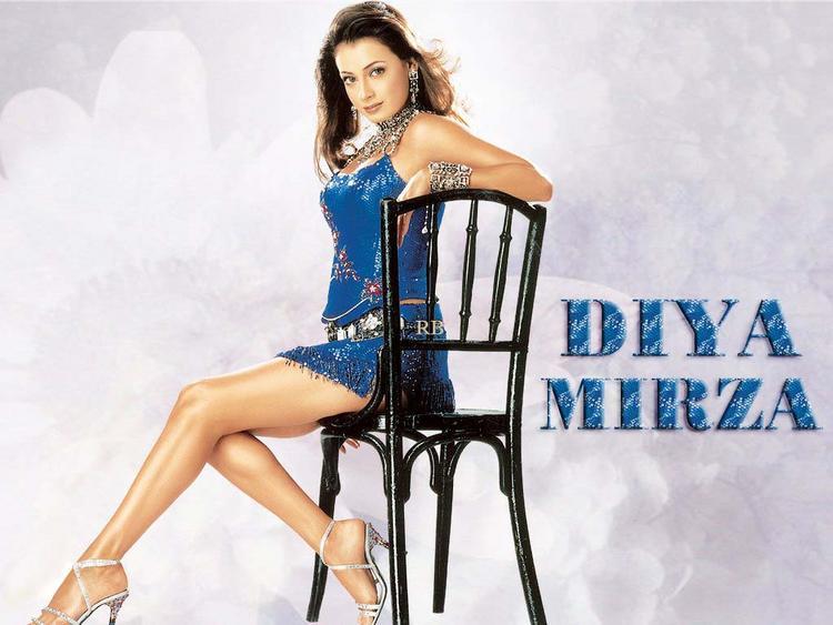 Diya Mirza Milky Legs Pic Wallpaper