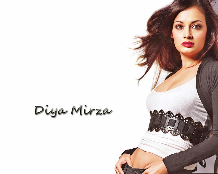 Diya Mirza Wet Red Lips Wallpaper