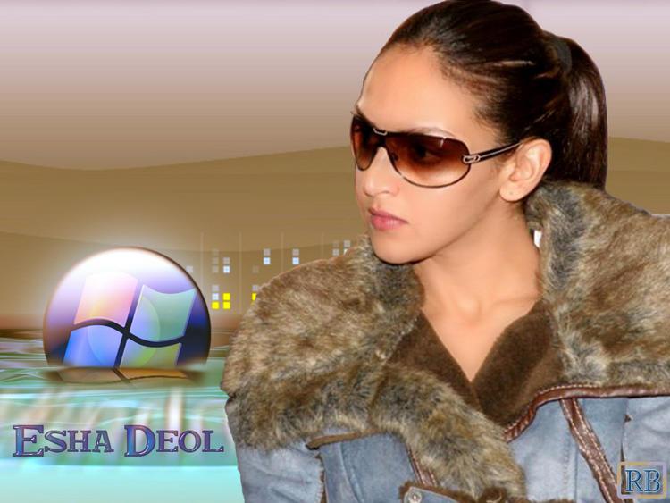 Esha Deol Hot Look Wallpaper