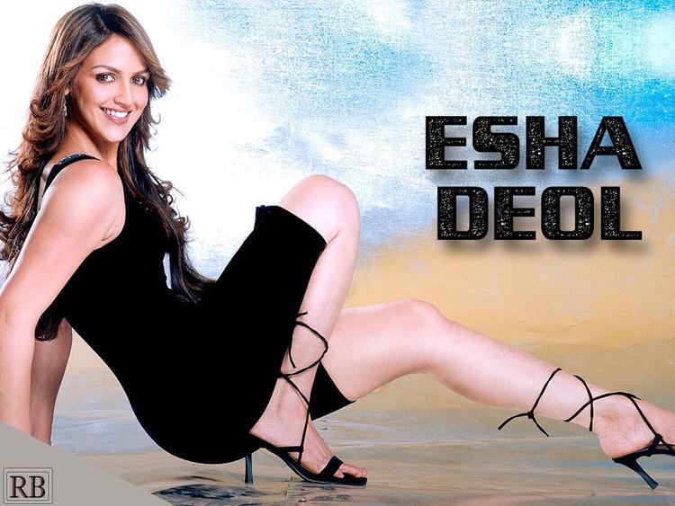 Esha Deol Hot Sexy Wallpaper