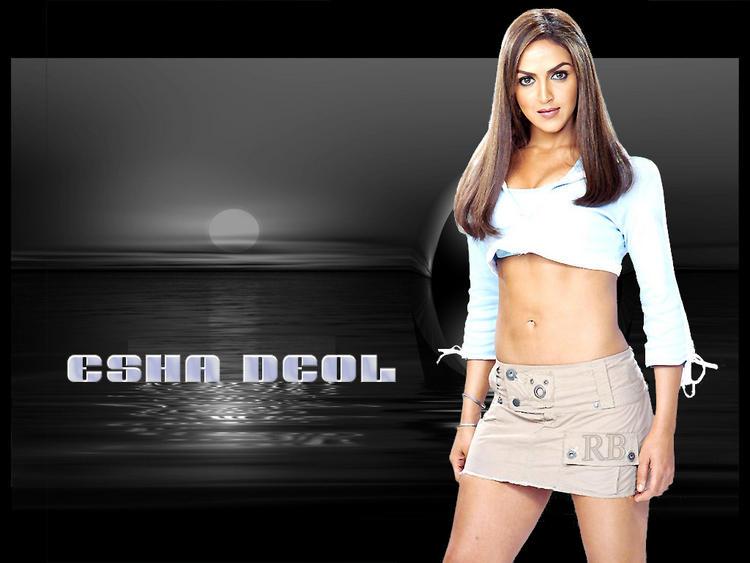 Esha Deol Sexy Look Wallpaper In Mini Skirt
