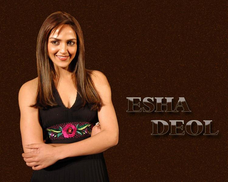 Esha Deol Sweet Smile Gorgeous Wallpaper