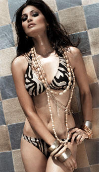 Bikini Babe Puja Gupta Romancing Photo