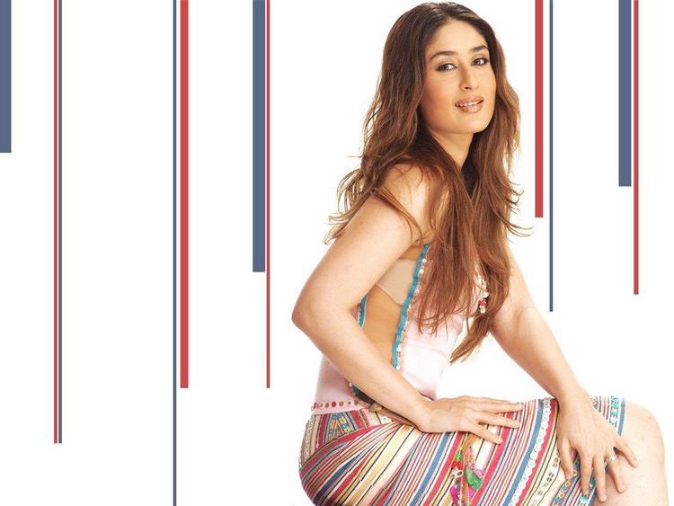 Kareena Kapoor Hot Sizzling Wallpaper