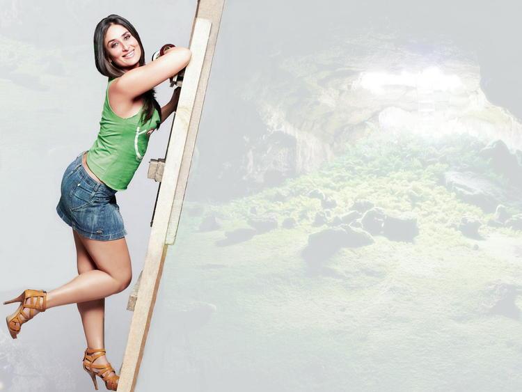 Kareena Kapoor Mini Dress Hot Wallpaper