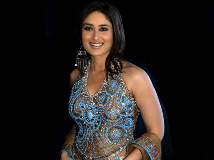 Kareena Kapoor Sexy Dressing Wallpaper