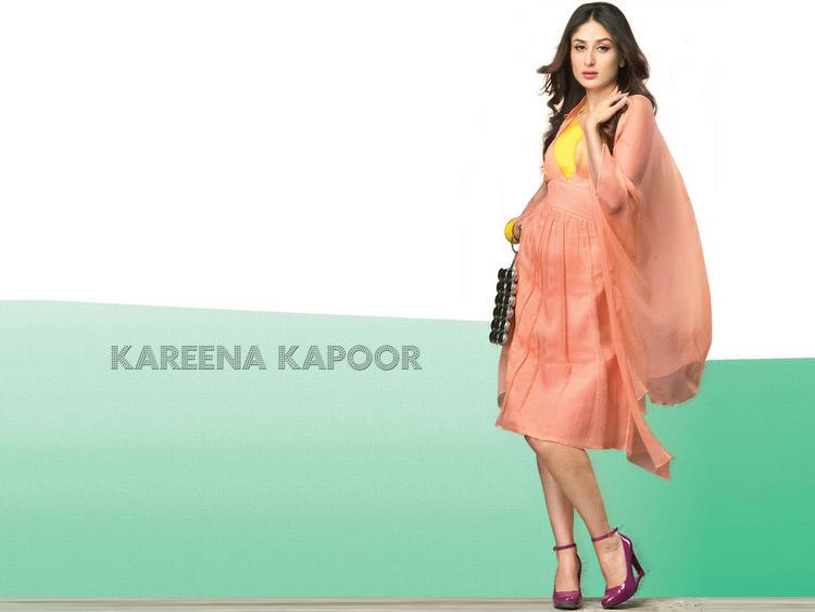Kareena Kapoor Sexy Look In This Dress