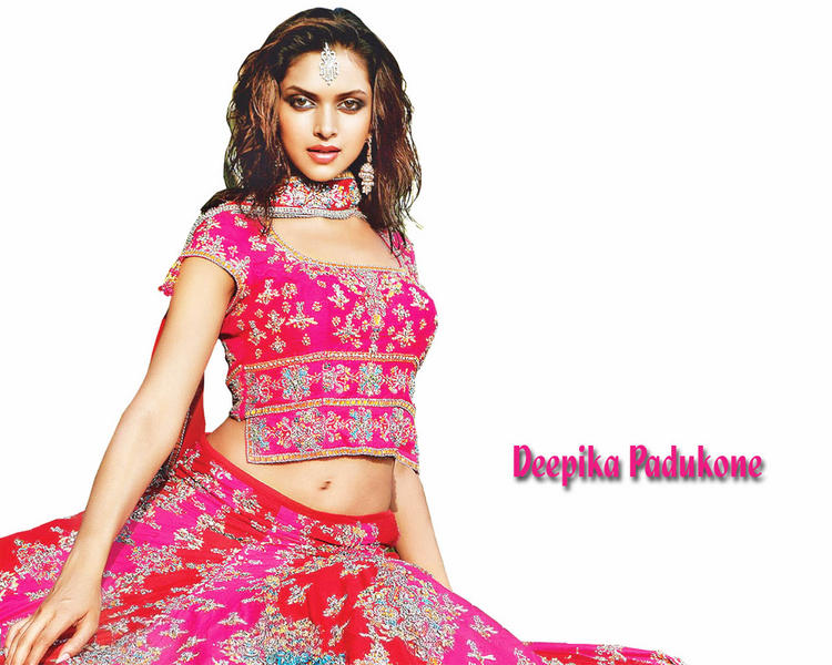 Deepika Padukone With Beautiful Dress Hot Wallpaper