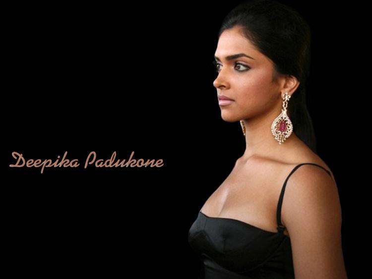 Deepika Padukone Sexy Boob Show Wallpaper