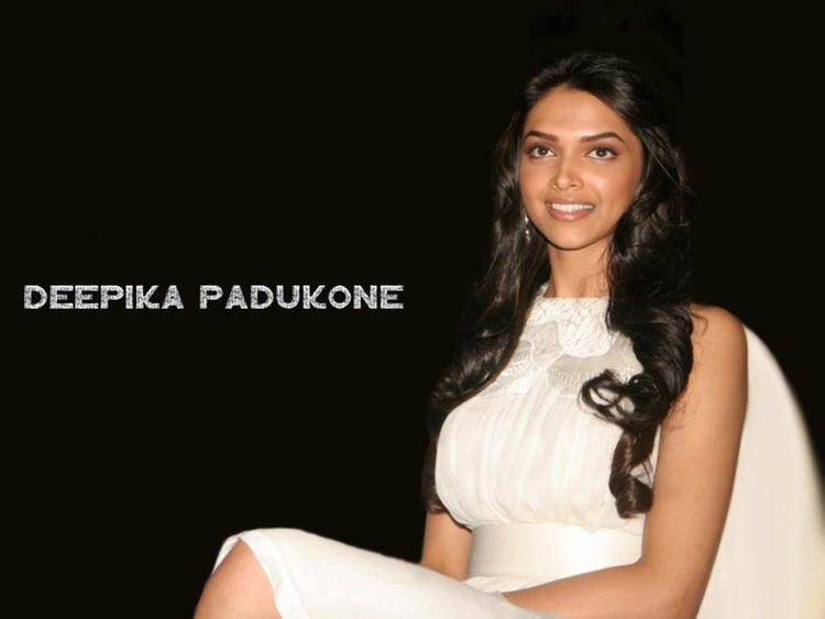 Deepika Padukone Sweet Cool Look Wallpaper