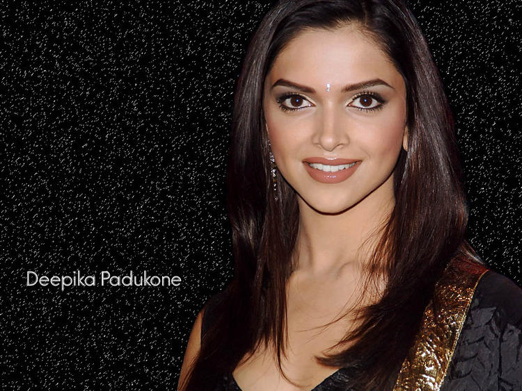 Smiling Beauty Deepika Padukone Wallpaper