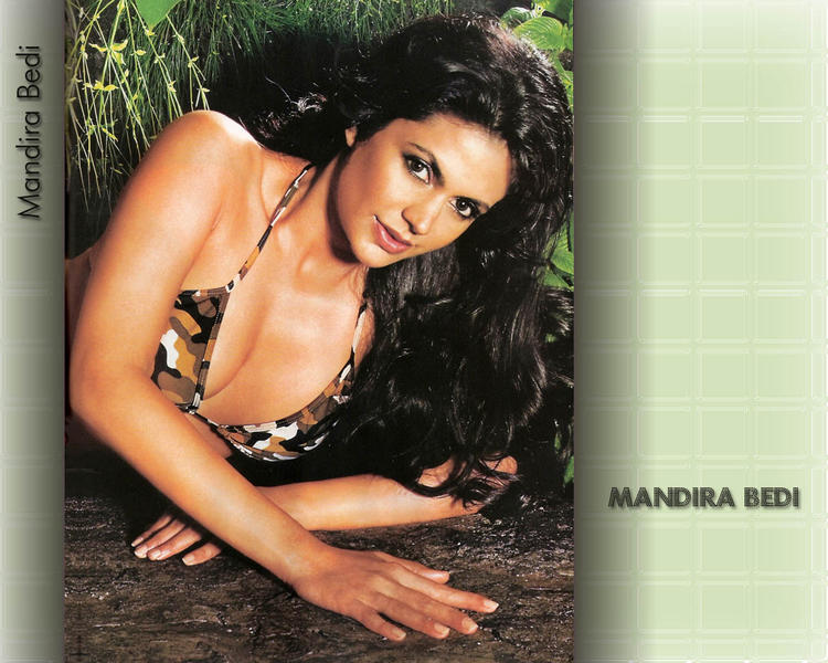 Mandira Bedi Hot Glamour Wallpaper