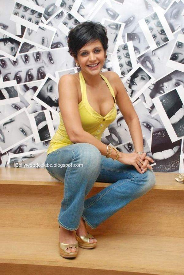 Mandira Bedi Sexy Boob Show Still