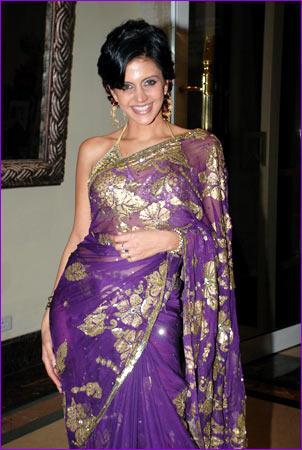 Mandira Makes a Saree Look Very Hot
