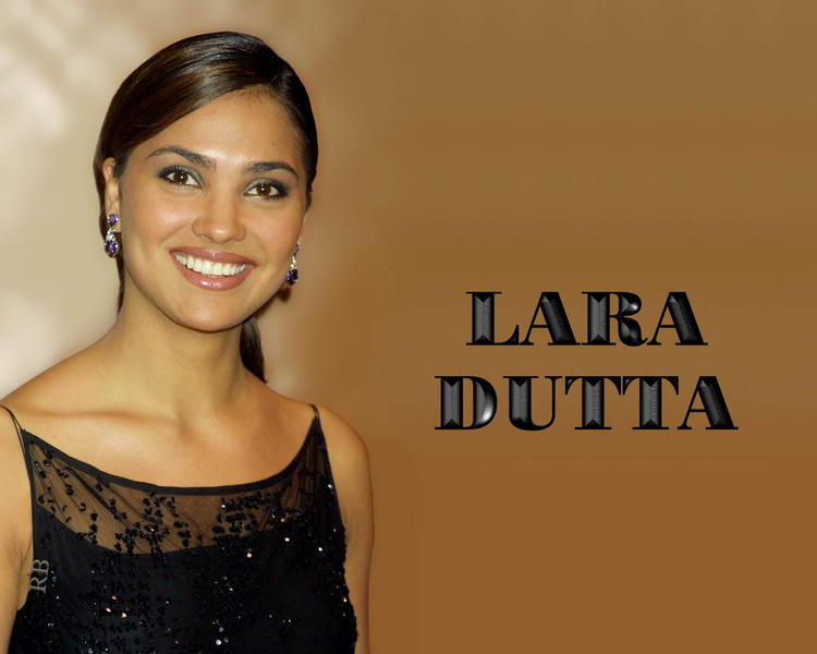 Lara Dutta Gorgeous Smiling Face Wallpaper