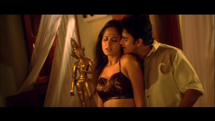 Anushka and Madhavan Latest Sexy Still