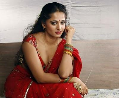 Anushka Shetty Hot Still in Vaanam Movie