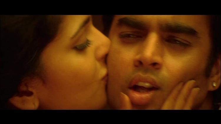 Anushka Shetty Kissing Madhavan