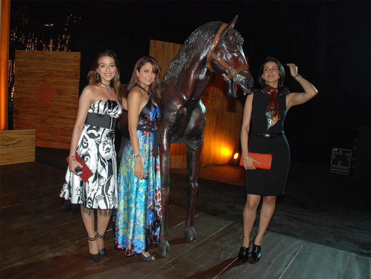 Aarti Chhabria,Amrita Arora and Gul Panag Poses To Photo Shoot