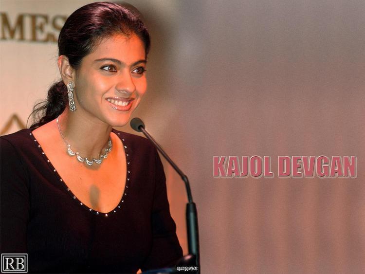 Kajol Devgan Cute Smile Face Wallpaper