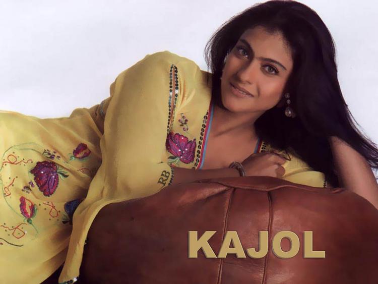Kajol Devgan Sweet Romantic Look Wallpaper