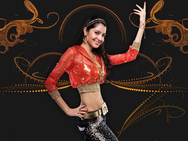 Anushka Sharma Sexy Belly Exposing Wallpaper