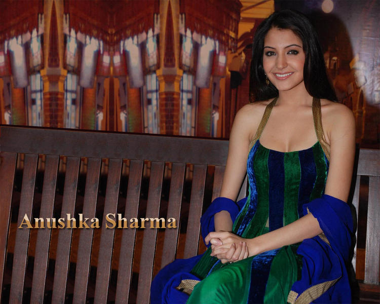 Anushka Sharma Sweet Look Wallpaper