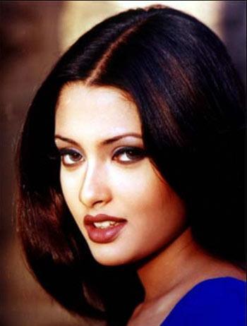 Riya Sen Beautiful Romantic Face Look