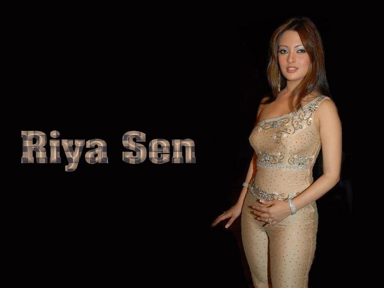 Riya Sen Glamour Wallpaper