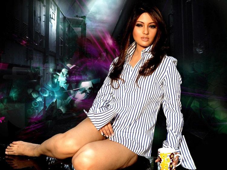 Riya Sen Milky Legs Pic Wallpaper