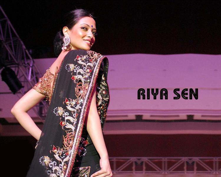 Riya Sen In Saree Walk Still