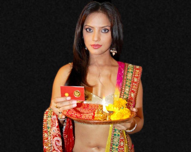 Neetu Chandra Hot Navel Show Wallpaper