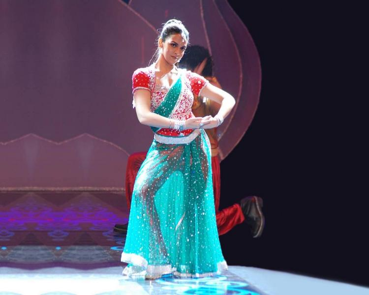 Esha Deol Sexy Dancing Step Photo