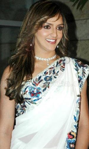 Esha Deol Wonderful Still In Saree