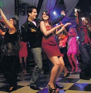 Fardeen Khan Sexy Dance Still With Genelia