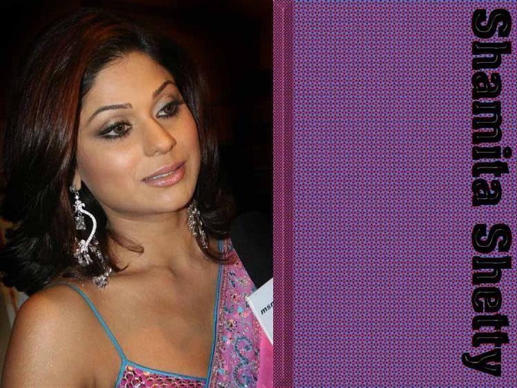 Glam Babe Shamita Shetty Wallpaper