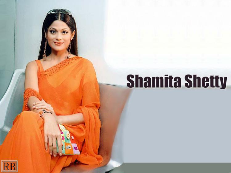 Shamita Shetty Beauty Wallpaper In Saree