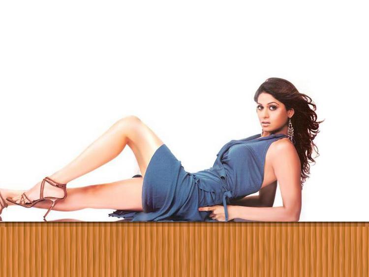 Shamita Shetty Milky Legs Spicy Wallpaper