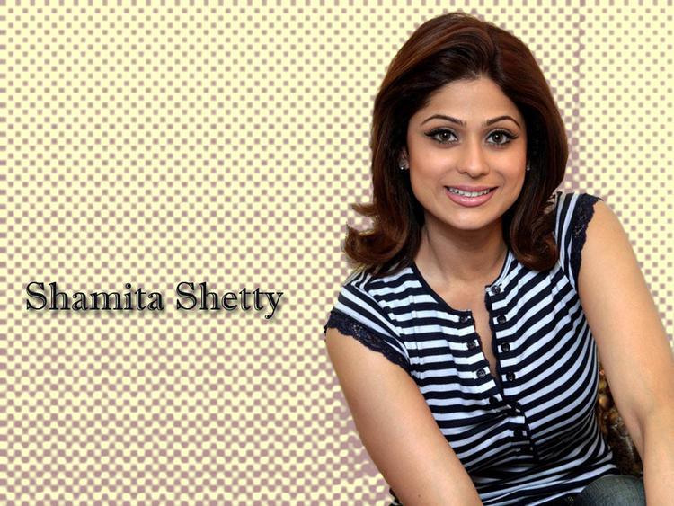 Shamita Shetty Nice Hair Style Wallpaper