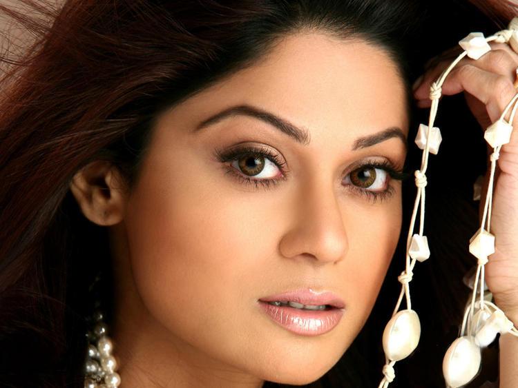 Shamita Shetty Sexy Eyes and wet Lips Wallpaper