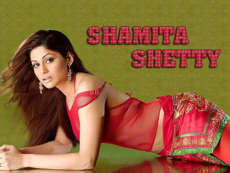 Shamita Shetty Slim Figure Show Wallpaper