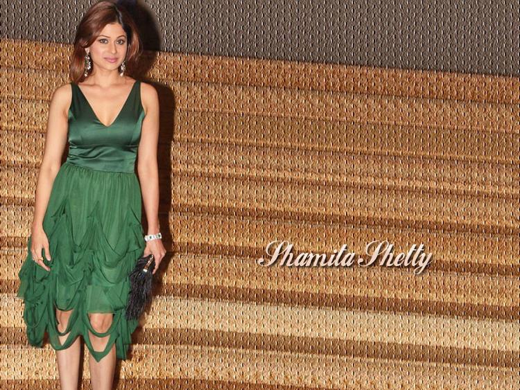 Shamita Shetty Wallpaper In Green Dress