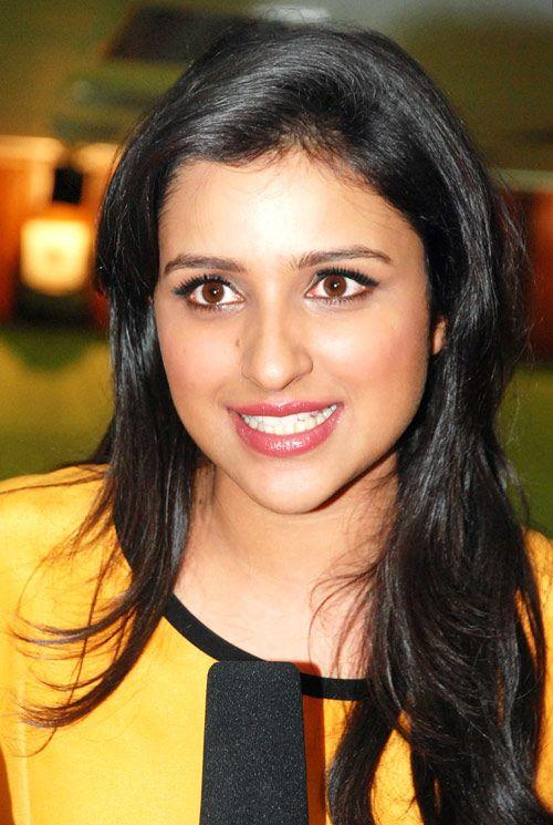 Parineeti Chopra Cute Look At Promoting Ishaqzaade