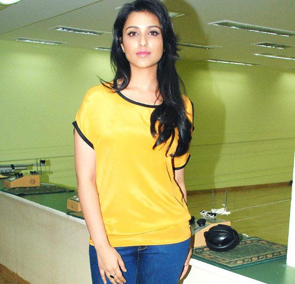 Parineeti Chopra Sexy Looking With Yellow Tops and Jeans