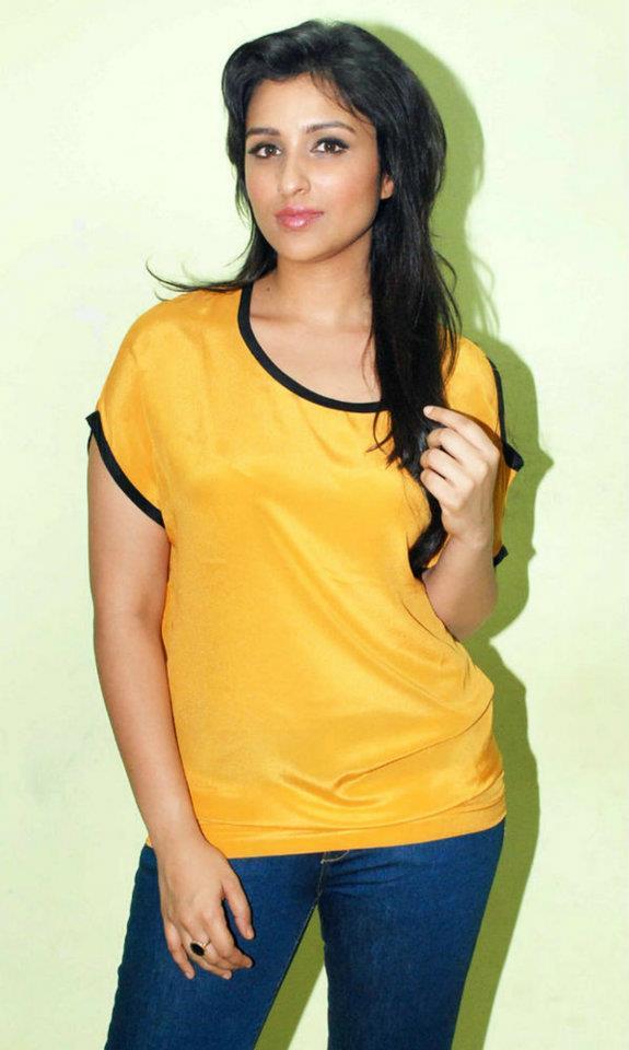 Parineeti Chopra Sexy Pose To Photo Shoot