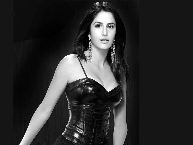 Katrina Kaif In Black Dress Wallpaper