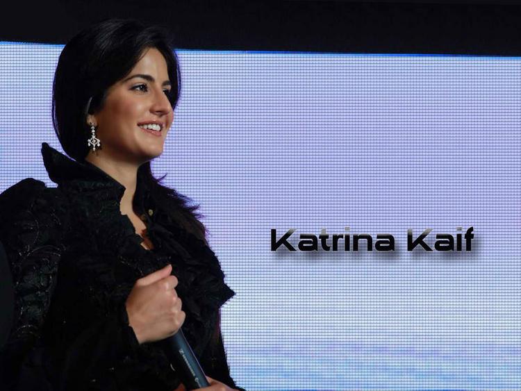 Katrina Kaif With Cute Smile Wallpaper