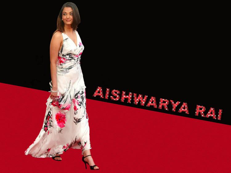 Aishwarya Rai Beautiful Dress Wallpaper On Red Carpet