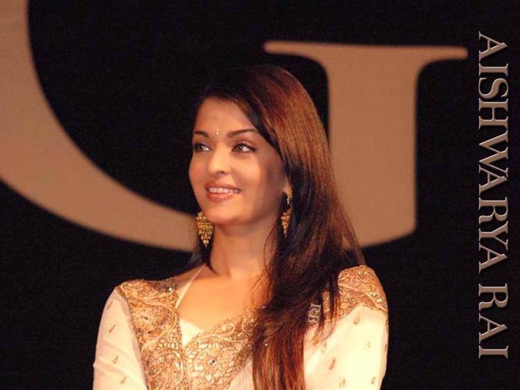 Aishwarya Rai Beauty Still In Saree